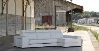 Sofá Chaiseloungue com assentos deslizantes. Cada modelo tem várias medidas e revestimentos (tecidos e peles) possíveis.