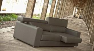 Sofá de 3L com assentos delizantes e costas reclináveis. Cada modelo tem várias medidas e revestimentos (tecidos e peles) possíveis.
