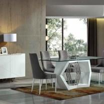 Mobiliário em lacado branco mate e carvalho beje com detalhes em inox. Sala de jantar onde pode personalizar os acabamentos. Consulte-nos para encontrar a melhor solução para o seu espaço!