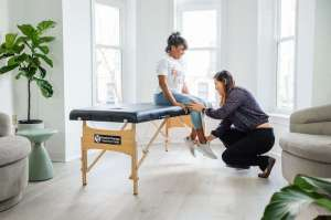 Female physical therapist treating knee pain in Arlington, Virginia