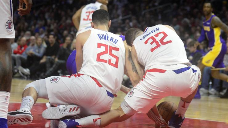 blake-griffin-austin-rivers-knee-injury