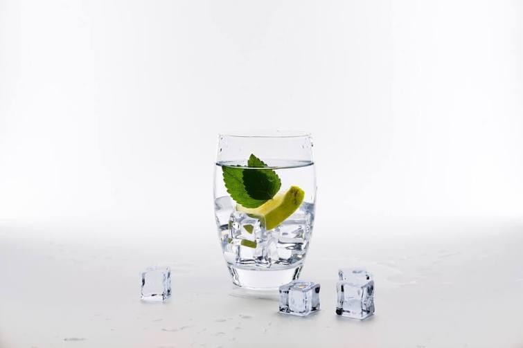Wasser trinken beim Umzug