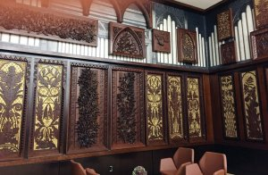 The Taft Room, off the South Hall, replaces the Critic's Club and features carved panels from the long-removed pipe organ.