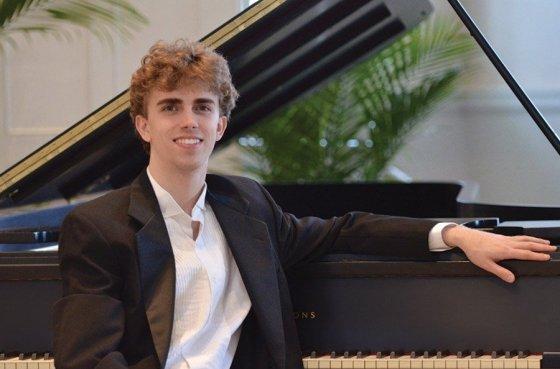 Pianist Reed Tetzloff