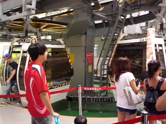 Riding-the-Maokong-Gondola-4