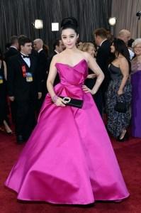 2013年 第85回 アカデミー賞  レッドカーペット 鮮やかピンクのドレスのファン・ビンビン、