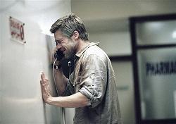「バベル」、電話をするブラッド・ピットの姿