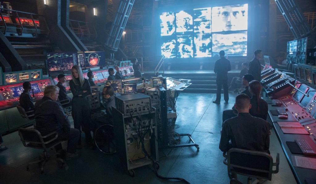 http://www.blackfilm.com/read/wp-content/uploads/2014/11/The-Hunger-Games-Mockingjay-Part-1-District-13.jpg