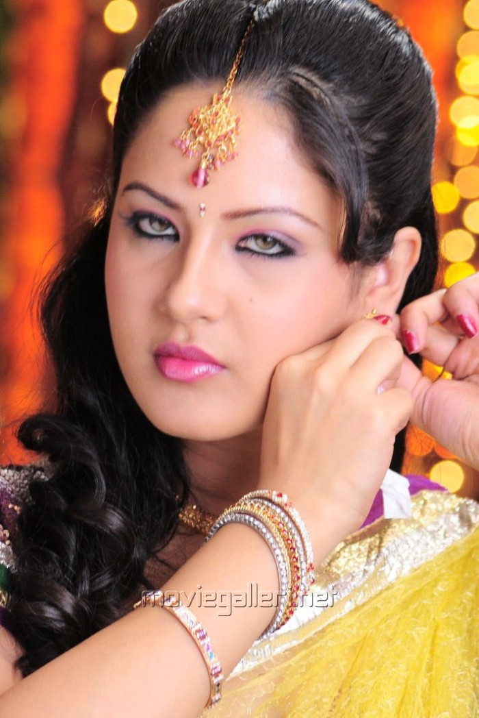 Pooja Bose - Picture 147969 | Pooja Bose in Half Saree Pictures | New Movie Posters