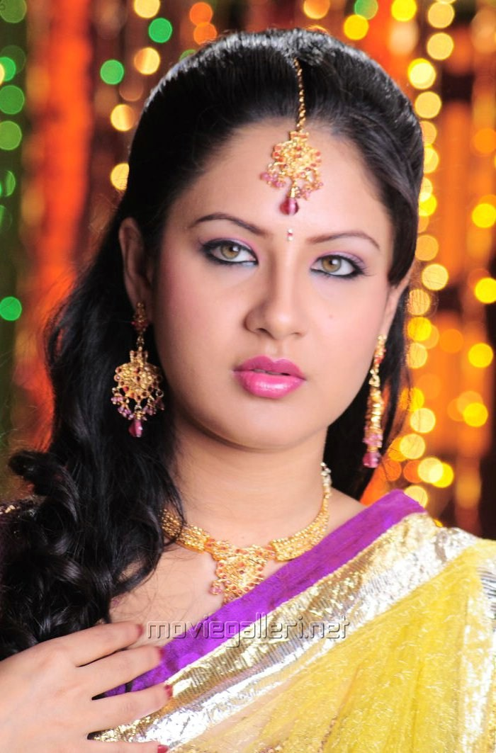 Pooja Bose - Picture 147972 | Pooja Bose in Half Saree Pictures | New Movie Posters
