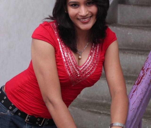 Latest Movies Gallery Masala Actress Reshma Hot Stills