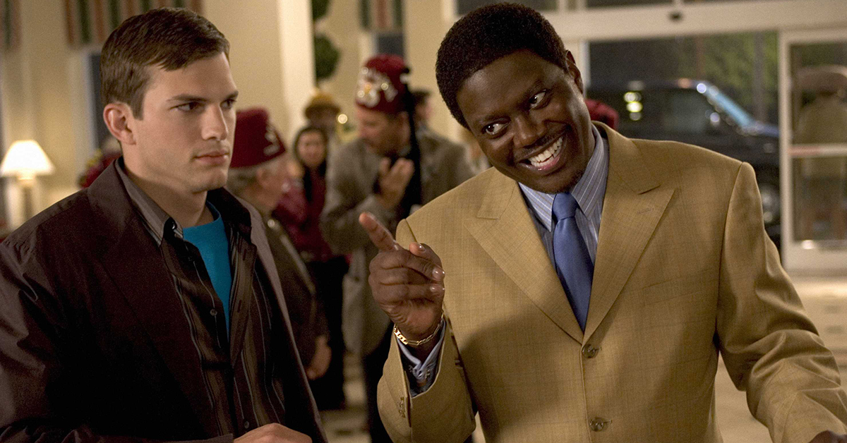 Ashton Kutcher (l) and Bernie Mac star in Columbia Pictures/Regency Enterprises' new comedy Guess Who. Photo Credit: Claudette Barius, S.M.P.S.P.