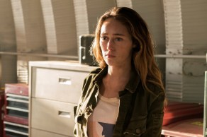 Alycia Debnam-Carey as Alicia Clark - Fear the Walking Dead _ Season 3, Episode 1 - Photo Credit: Michael Desmond/AMC