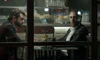 The Place: Valerio Mastandrea e Vinicio Marchioni in una scena del film