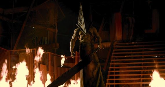 Silent-Hill-Revelation-3d-Pyramid-Head