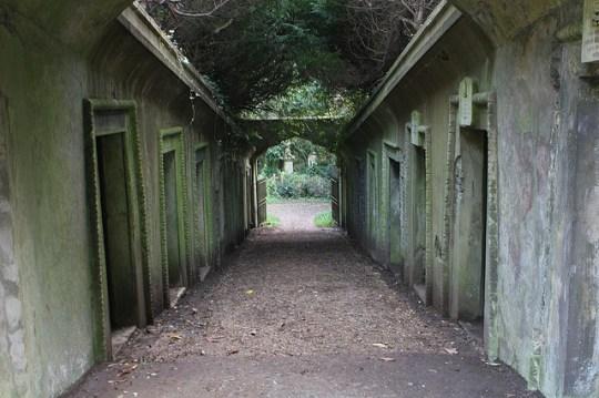 highgate cemetery vaults