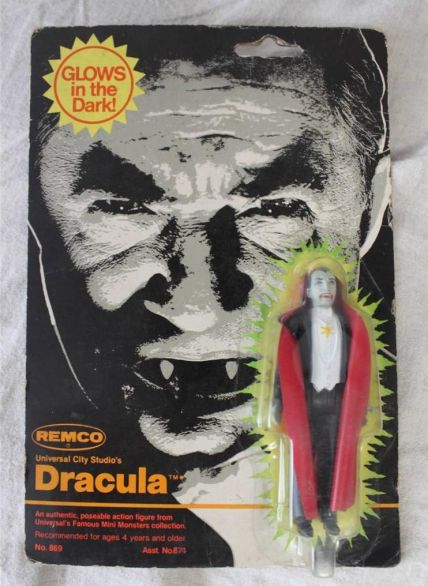Dracula-Glow-in-the-Dark-action-figure-Universal