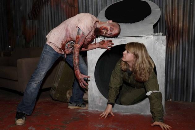 Virtually-Dead-Vive-zombie-experience-HTC