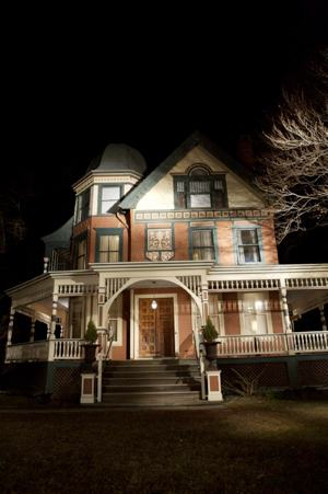 the-house-of-the-devil-haunted-house