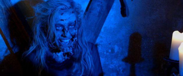 the-evil-inside-2016-horror-4