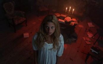 Dawn-Breaks-Behind-the-Eyes-movie-film-mystery-horror-German-2021-Anna-Platen-nightgown-staring