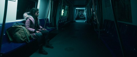 No-One-Gets-Out-Alive-movie-film-mystery-horror-thriller-2021-Netflix-3