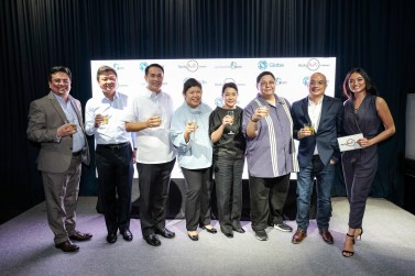 AYALA MALLS AND GLOBE executives with Lauren Reid