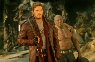 Marvel's Guardians Of The Galaxy Vol. 2..L to R: Star-Lord/Peter Quill (Chris Pratt) and Drax (Dave Bautista)..Ph: Chuck Zlotnick ..© 2016 MVLFFLLC. TM & © 2016 Marvel. All Rights Reserved.
