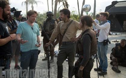 Gareth Edwards, Diego Luna & Felicity Jones on set Rogue One: A Star Wars Story