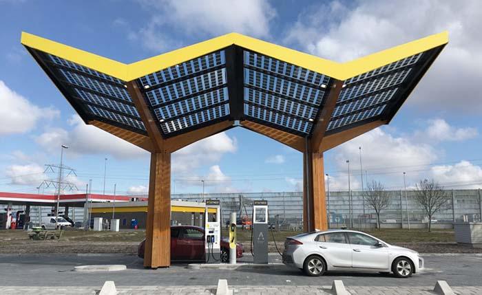 https://i2.wp.com/movilidadelectrica.com/wp-content/uploads/2018/03/Estaci%C3%B3n-de-recarga-de-Fastned-en-Holanda.jpg?w=923&ssl=1