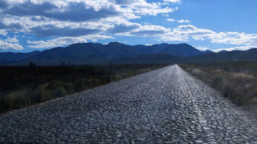 Kopfsteintpflaster RealdeCatorce - Real de Catorce - Ein magischer Ort in der Wüste Mexikos