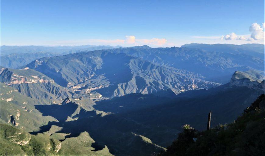Schattenspiel in der Sierra Gorda, Mexiko