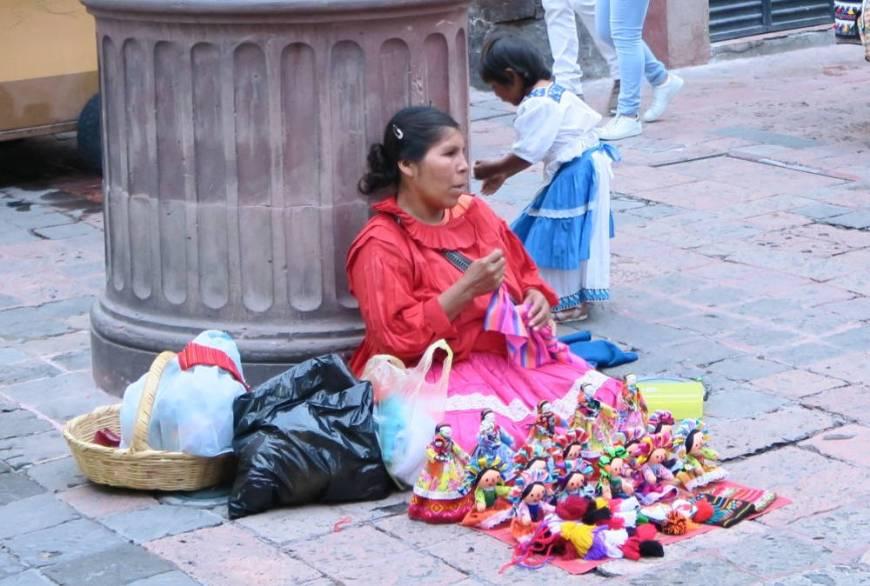 Mexikanische Puppen in Querétaro