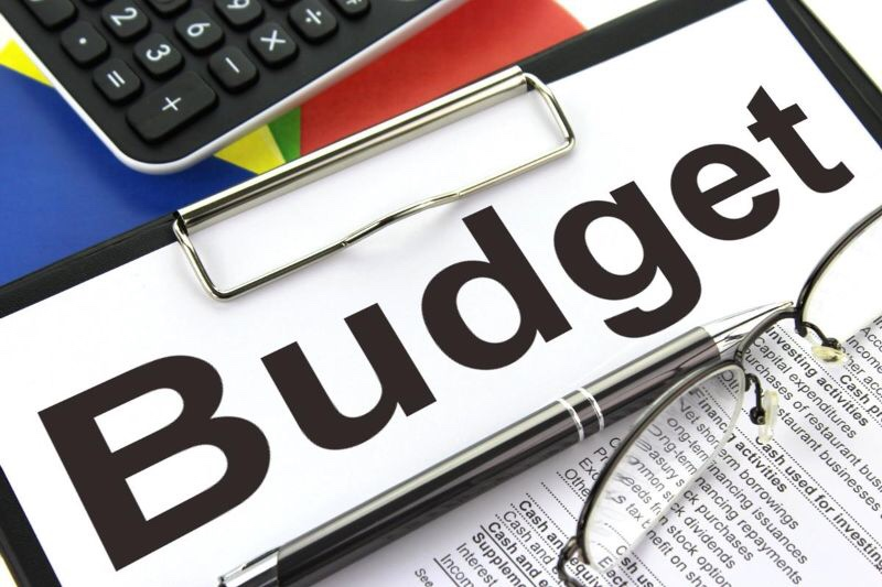 "Photo of ""budget"" written on a clipboard"