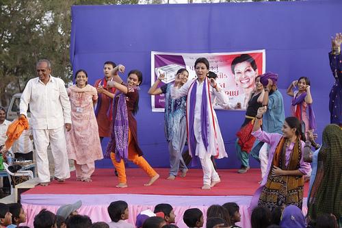 Mallika Sarabhai dances during campaign trail