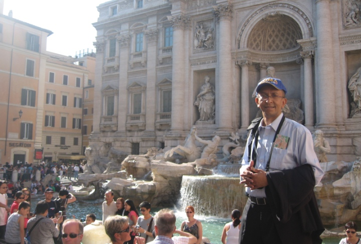 At Fontana Di Trevi: Guess which tourist escaped from a formal meeting?