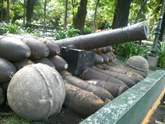 A real canon gun with all its unused canon balls used by the Spaniards to protect the walled city during their era.