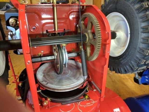 Troy-Bilt 2410. Interior of the Transmission