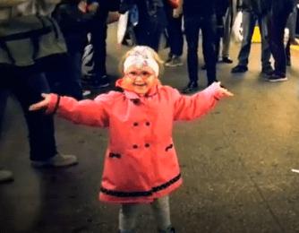 Une petite danseuse dans le métro de New York!