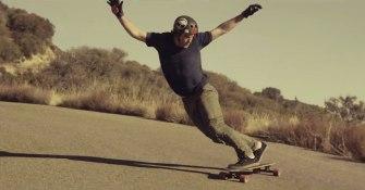 James Kelly, l'intrépide longboarder
