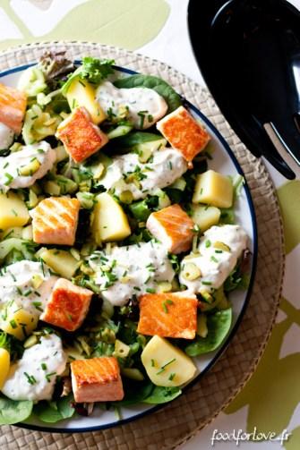 Une salade au saumon, parfaite pour le déjeuner