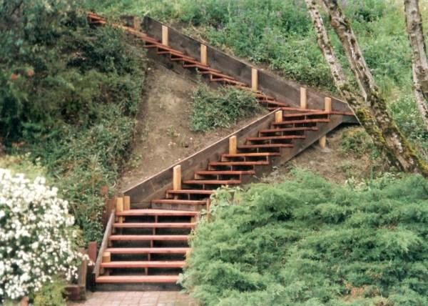 14.escalier-jardin-deco-bois
