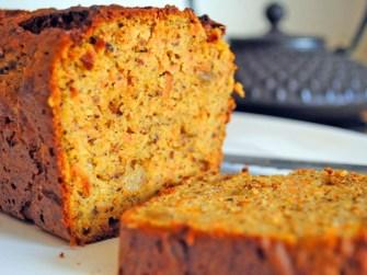 Un cake carotte, noisettes et gingembre