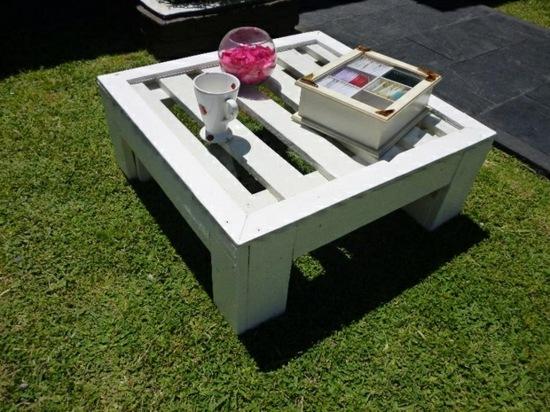 petite-table-basse-jardin-palettes-bois - Moving Tahiti