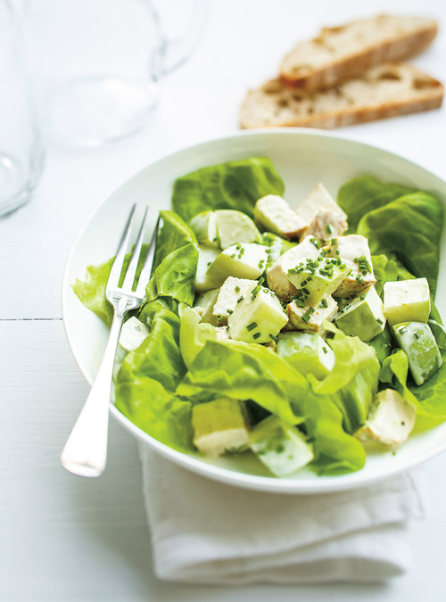 Salade verte aux pommes et poulet au cari