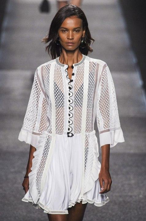 robe-blanche-vuitton