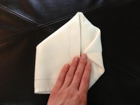 Décoration de Pâques - pliage de serviettes 07