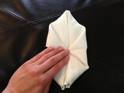 Décoration de Pâques - pliage de serviettes 08