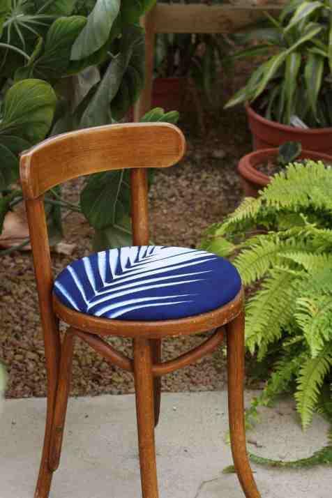 DIY - Customisez vos chaises avec du tissu 01