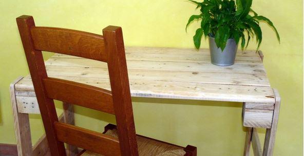 Recycler une palette pour en faire un bureau moving tahiti